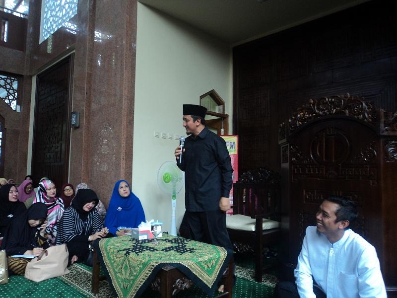 Kajian Yusuf Mansur Dihadiri Murid SLB dan Ribuan Muslim Soloraya