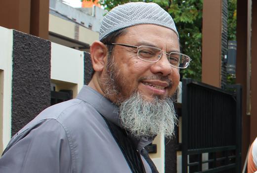 Ustadz Farid Ahmad Oqbah: Musuh Islam Bekerja Siang-Malam Singkirkan Syariat Islam