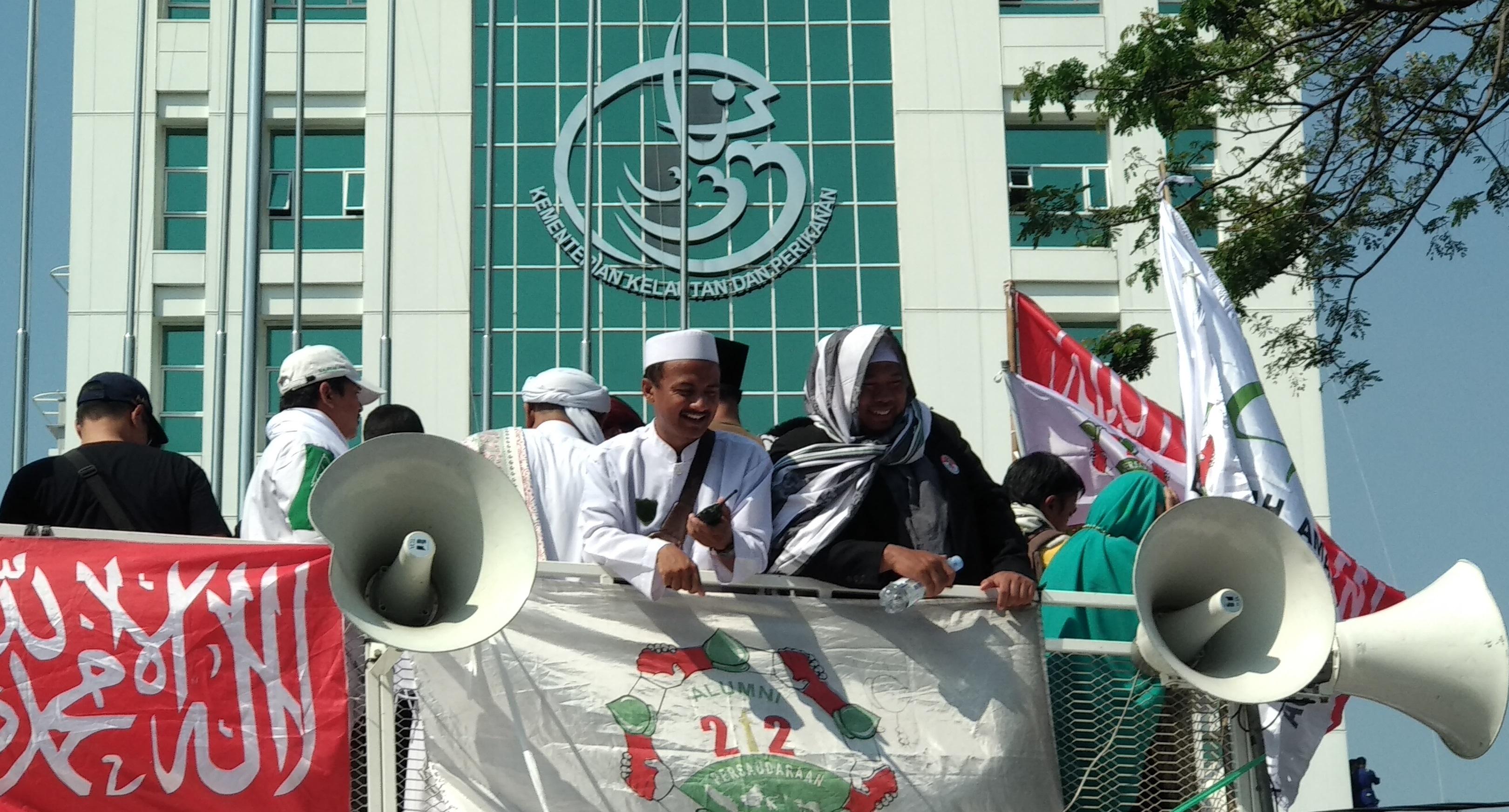 Slamet Maarif: Ustadz Slamet Ma'arif: Tegakan Hukum Dan Keadilan