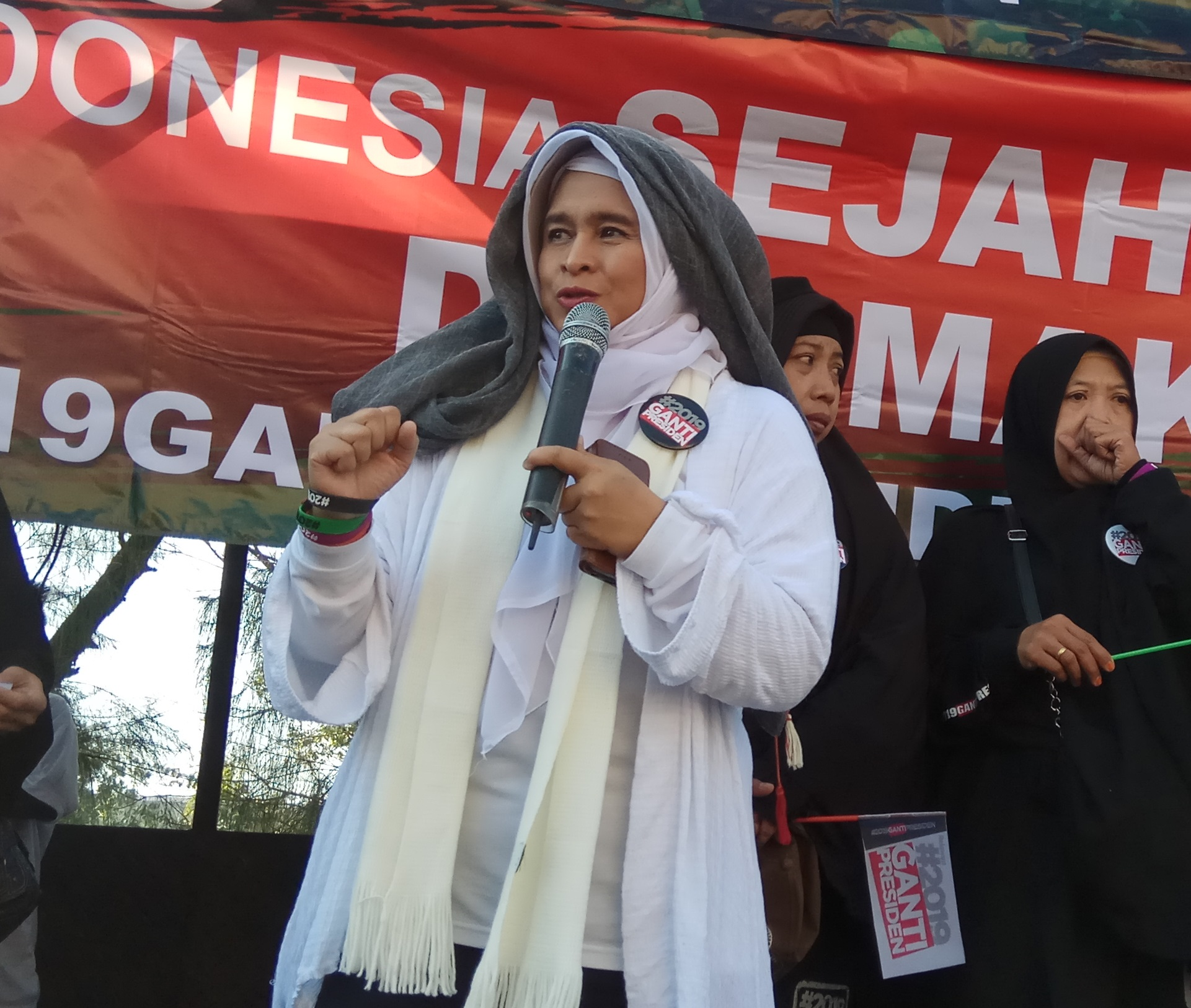 Jokowi Vs Neno Warisman